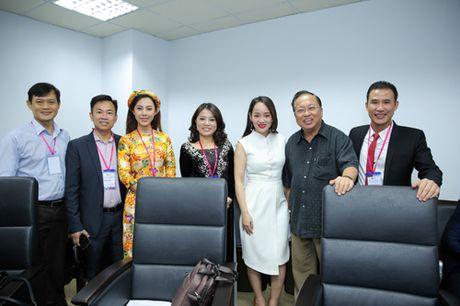 Doanh nhan Thao Tay truyen cam hung tai le phat dong Hult Prize - Anh 2