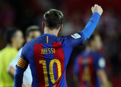 Ung ho Messi gianh QBV, fan tung ra ngan ly do - Anh 1