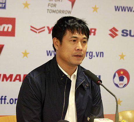 "HLV Huu Thang khen Cong Phuong, thua nhan DTVN ""giau bai"" - Anh 2"