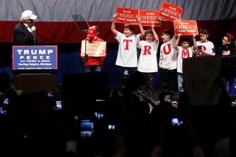 Ong Trump va ba Clinton chay dua van dong nuoc rut bau cu Tong thong - Anh 3