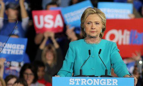 Ba Clinton duoc tiep suc trong chang nuoc rut - Anh 1