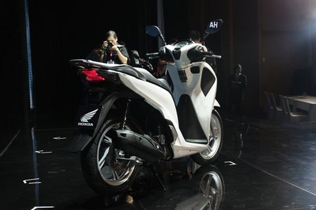 Honda SH moi nang ngoai hinh, them ABS, gia tu 76 trieu - Anh 3
