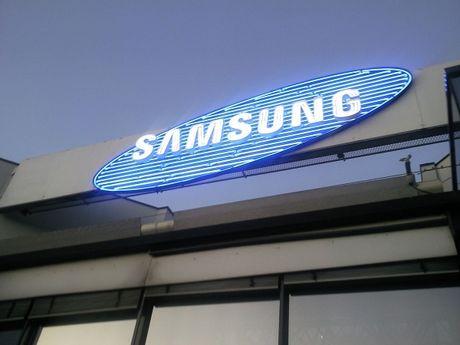 Van phong Samsung Electronics o Han Quoc bi kham xet vi be boi cua tong thong - Anh 1