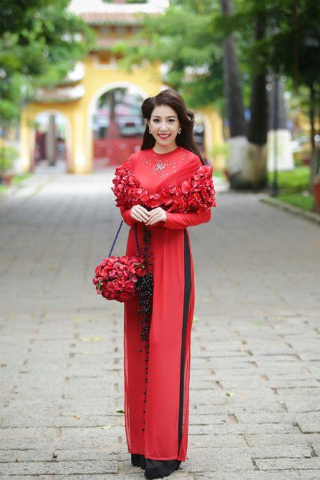 Miss Ngoc Tran khoe sac rang ngoi voi thiet ke cua Minh Hung - Anh 1