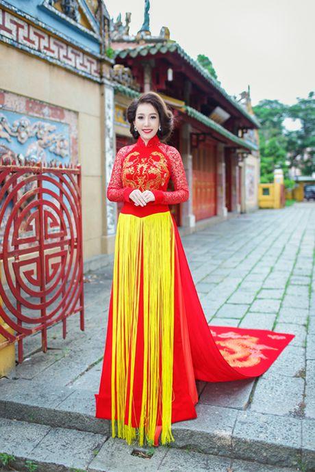 Miss Ngoc Tran khoe sac rang ngoi voi thiet ke cua Minh Hung - Anh 2
