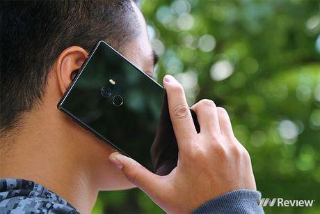 "5 bat ngo sau vai gio trai nghiem smartphone ""khong vien"" Xiaomi Mi Mix - Anh 5"