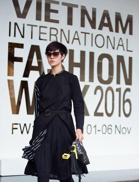 3 xu huong thoi trang 'len ngoi' tai VIFW 2016 - Anh 11