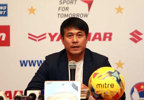 HLV Nguyen Huu Thang mong se khong co them chan thuong nao - Anh 1