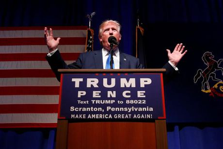 Ong Trump va ba Clinton chay dua van dong gio chot truoc bau cu - Anh 5
