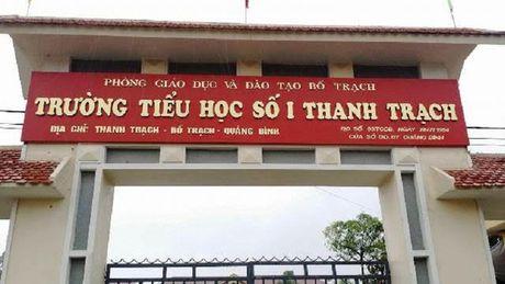 Quang Binh: Co giao tre chet bat thuong trong phong tro - Anh 1