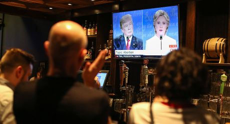 Trump va Clinton 'te' den muc nao trong mat cu tri My? - Anh 1