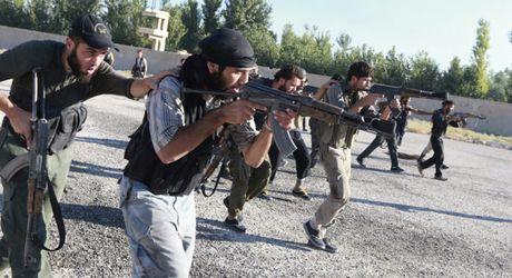 Chien su Syria: Do sung ac liet voi phien quan o ngoai vi Damascus - Anh 1