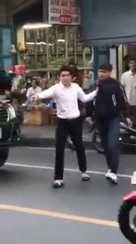Ngoi sao Thai Lan dam nguoi di xe may sau va cham - Anh 1