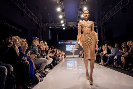 A hau Huyen My long lay tren san catwalk Malaysia voi vai tro vedette - Anh 5