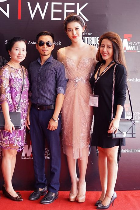 A hau Huyen My long lay tren san catwalk Malaysia voi vai tro vedette - Anh 8
