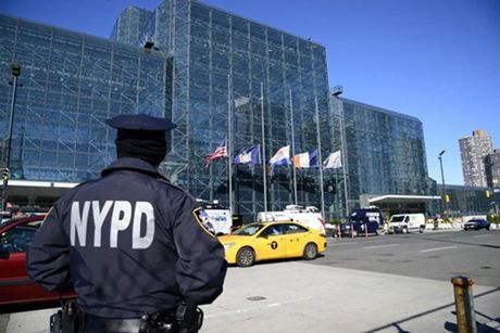 An ninh New York dau dau vi tiec dem bau cu cua Trump va Clinton - Anh 1