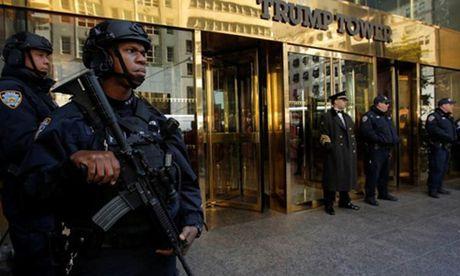 An ninh New York dau dau vi tiec dem bau cu cua Trump va Clinton - Anh 2