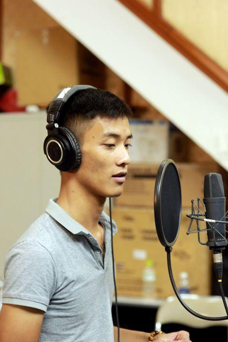 Chang trai duoc cho la 'ban sao' Tuan Hung qua doi vi tai nan giao thong - Anh 8