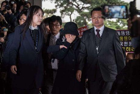 Samsung bi cao buoc da trao 3 trieu USD cho ban than Tong thong Han Quoc - Anh 1