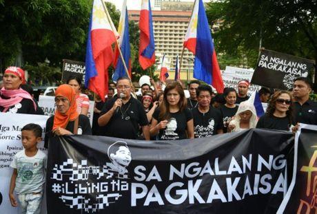 Philippines cho phep an tang nha doc tai Marcos tai nghia trang anh hung - Anh 1