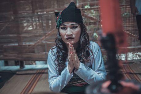 Nguoi phu nu dan toc Le Thi Dan doi doi khi vao showbiz - Anh 1