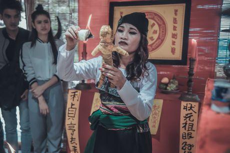 Nguoi phu nu dan toc Le Thi Dan doi doi khi vao showbiz - Anh 2