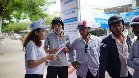 Khach hang hao hung su dung VinaPhone 4G tai Phu Quoc - Anh 1
