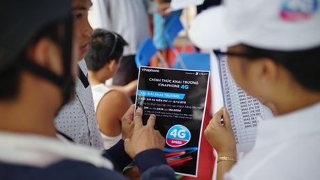 Khach hang hao hung su dung VinaPhone 4G tai Phu Quoc - Anh 4
