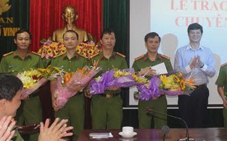 Khen thuong ban chuyen an vu danh bac cuc lon tai TP Vinh - Anh 1