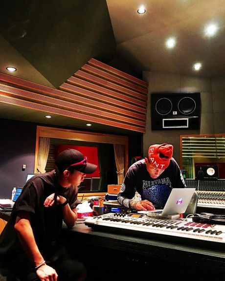 G-Dragon lap lung ngay tung MV moi - Anh 2