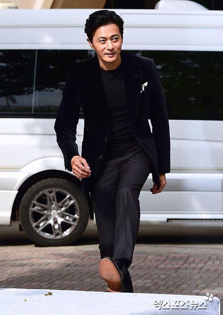 Vo Jang Dong Gun khoe dang thon tha - Anh 5