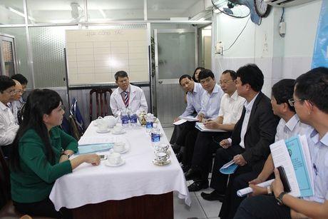 Bo truong Nguyen Thi Kim Tien tham va lam viec tai mot so co so Y te khu vuc TP. Ho Chi Minh - Anh 1