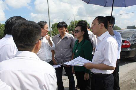 Bo truong Nguyen Thi Kim Tien tham va lam viec tai mot so co so Y te khu vuc TP. Ho Chi Minh - Anh 2