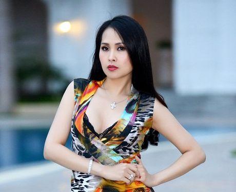 Minh Thu 'Gai nhay' sau cuoc ly hon voi chong kem 6 tuoi - Anh 1