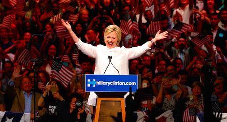 Ba Clinton nhan tin vui, Trump quan ngai gian lan - Anh 1