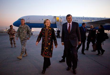 Hillary Clinton va cau chuyen thoi trang qua nhung thang tram - Anh 11
