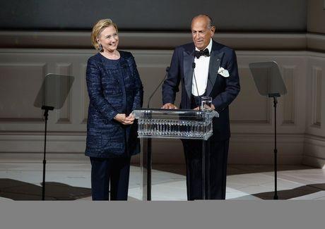 Hillary Clinton va cau chuyen thoi trang qua nhung thang tram - Anh 12