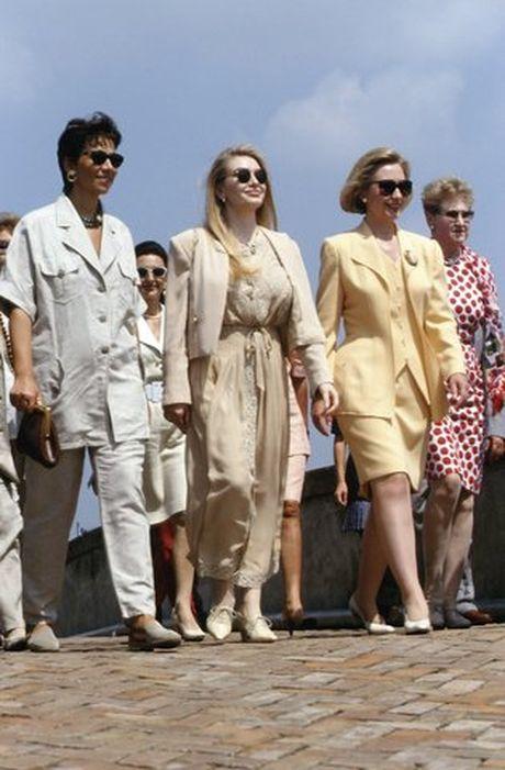 Hillary Clinton va cau chuyen thoi trang qua nhung thang tram - Anh 5