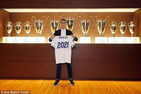 Tieu diem the thao: Real Madrid chinh thuc 'troi chan' Ronaldo - Anh 1