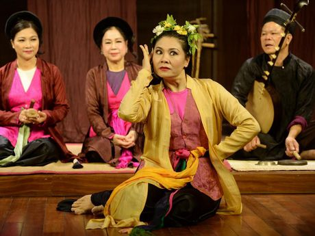 Gioi thieu cheo co den voi du khach tai Pho co Ha Noi - Anh 1