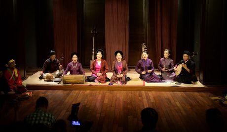 Gioi thieu cheo co den voi du khach tai Pho co Ha Noi - Anh 2