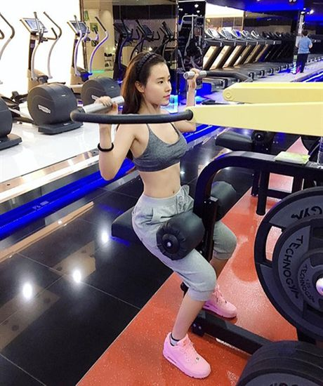 Hot girl Viet 'sexy muon phan' trong phong tap gym - Anh 11