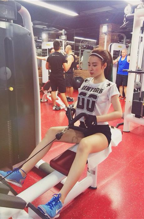 Hot girl Viet 'sexy muon phan' trong phong tap gym - Anh 17