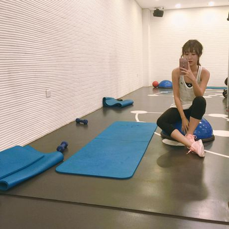 Hot girl Viet 'sexy muon phan' trong phong tap gym - Anh 19