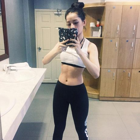 Hot girl Viet 'sexy muon phan' trong phong tap gym - Anh 5