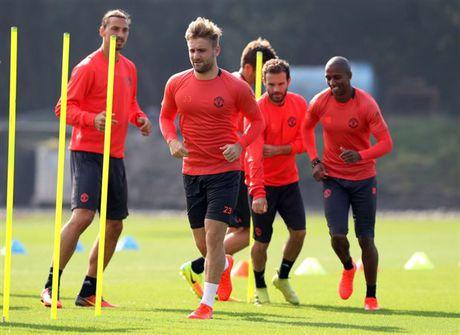 Ibrahimovic khong hai long voi cach tap luyen cua Mourinho - Anh 1
