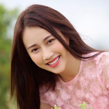 'Ban gai Son Tung' khoe ve dep khong ty vet - Anh 10
