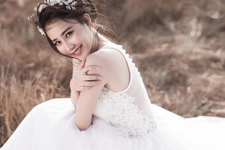 'Ban gai Son Tung' khoe ve dep khong ty vet - Anh 5