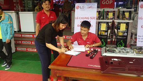 LG chung tay cung dong bao mien Trung khac phuc sau lu - Anh 1
