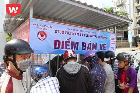 Ngay dau mo ban, CDV mien Tay mua sach 6.000 ve xem tuyen Viet Nam - Anh 1